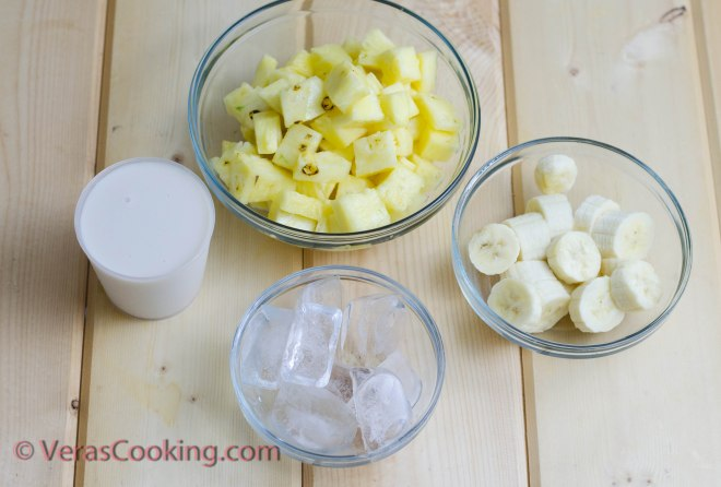 Pineapple and Banana Smoothie (2 of 10)